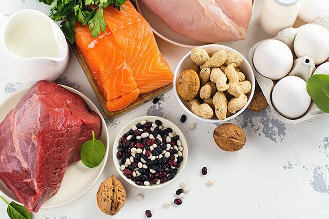 お肉、魚、卵などの栄養豊富な食材