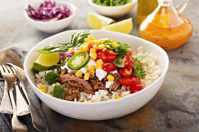 野菜が豊富にのった栄養満点なごはん