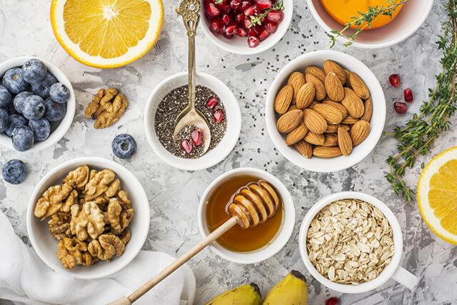 ナッツ類と果物